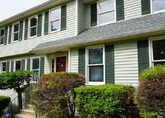 Foreclosed Home in Trumbull 06611 KNOLLCREST DR - Property ID: 4529275844