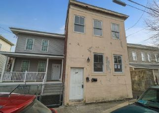 Foreclosed Home in Bridgeport 06608 CLARENCE ST - Property ID: 974260167