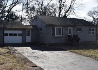 Pre Foreclosure in Shelton 06484 NEWPORT AVE - Property ID: 1008565365