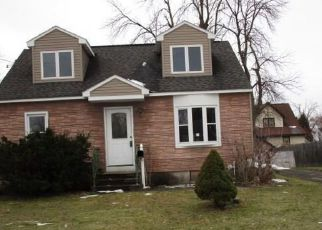 Pre Foreclosure in Syracuse 13211 BROWN AVE - Property ID: 1032990746