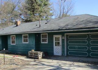 Pre Foreclosure in Oconomowoc 53066 LAC LA BELLE DR - Property ID: 1037054253
