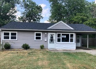 Pre Foreclosure in Louisville 40272 RAINBOW DR - Property ID: 1038079107