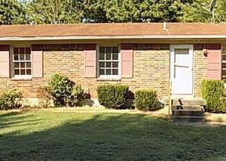 Pre Foreclosure in Louisville 40214 GLEAM DR - Property ID: 1040935590