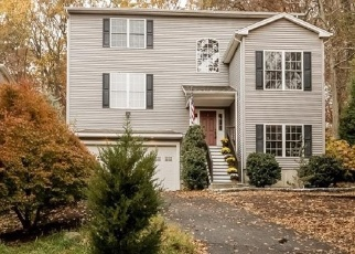 Pre Foreclosure in Trumbull 06611 OLD DIKE RD - Property ID: 1041245230