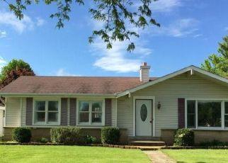Pre Foreclosure in Oak Creek 53154 E MACKINAC AVE - Property ID: 1042339288