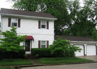 Pre Foreclosure in Trenton 62293 N WALNUT ST - Property ID: 1046350250