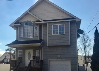 Pre Foreclosure in Oceanside 11572 PINE ST - Property ID: 1046606924