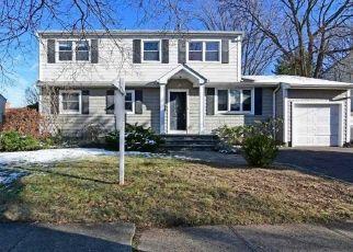 Pre Foreclosure in Merrick 11566 ROSE ST - Property ID: 1050070410