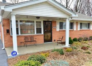 Pre Foreclosure in Louisville 40216 HEATON RD - Property ID: 1054471614