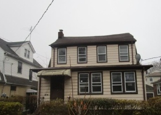 Pre Foreclosure in Hollis 11423 100TH AVE - Property ID: 1055223165