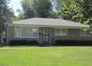 Pre Foreclosure in Louisville 40218 GLADDEN DR - Property ID: 1055714139