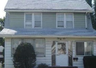 Pre Foreclosure in Lynbrook 11563 MALDEN AVE - Property ID: 1059769343