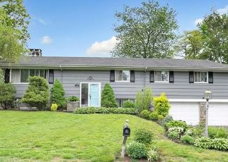 Pre Foreclosure in Stratford 06614 TWIN OAKS TER - Property ID: 1059832410
