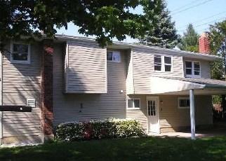 Pre Foreclosure in Hicksville 11801 CLINTON LN - Property ID: 1062730943