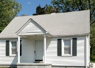 Pre Foreclosure in Louisville 40214 TRIANGLE DR - Property ID: 1063340589