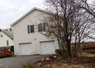 Pre Foreclosure in Middletown 10940 WAWAYANDA AVE - Property ID: 1067605123