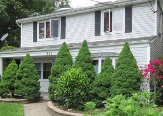 Pre Foreclosure in Westbury 11590 IRVING ST - Property ID: 1070691992