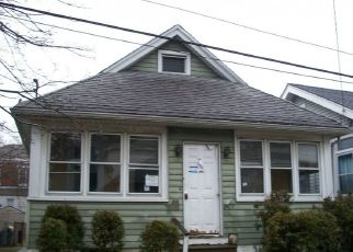 Pre Foreclosure in Gloucester City 08030 BERGEN ST - Property ID: 1072806515