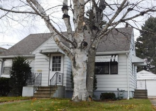 Pre Foreclosure in Two Rivers 54241 11TH ST - Property ID: 1082972326