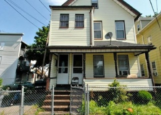 Pre Foreclosure in Bridgeport 06608 AUTUMN ST - Property ID: 1088368164
