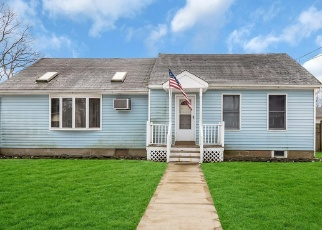 Pre Foreclosure in East Islip 11730 FREEPORT ST - Property ID: 1101816603