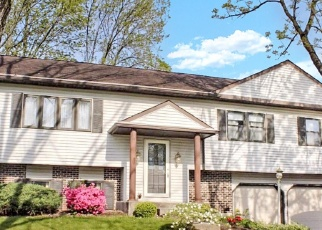 Pre Foreclosure in Reading 19606 HARTLINE DR - Property ID: 1106160875