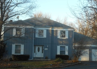 Pre Foreclosure in West Chicago 60185 HICKORY LN - Property ID: 1106280427