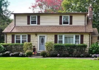 Pre Foreclosure in Huntington Station 11746 OAK AVE - Property ID: 1113664228