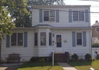 Pre Foreclosure in Lindenhurst 11757 BROWN PL - Property ID: 1117958120