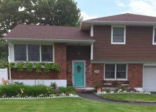 Pre Foreclosure in East Islip 11730 SHERRY ST - Property ID: 1124037205