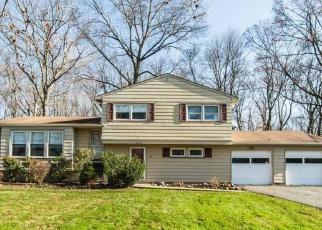 Pre Foreclosure in Livingston 07039 FALCON RD - Property ID: 1139150830