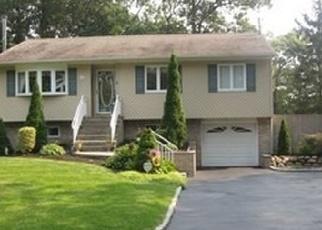 Pre Foreclosure in Farmingville 11738 SYCAMORE AVE - Property ID: 1140088969