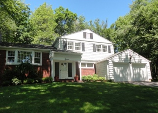 Pre Foreclosure in Livingston 07039 ARROW DR - Property ID: 1140727974