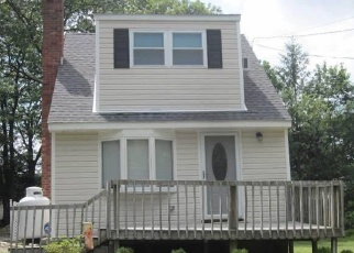 Pre Foreclosure in Selden 11784 BERKSHIRE DR - Property ID: 1143634358