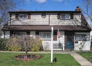 Pre Foreclosure in Copiague 11726 HOLLYWOOD AVE - Property ID: 1145619695