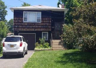 Pre Foreclosure in West Babylon 11704 VANDERBILT AVE - Property ID: 1146372572