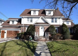 Pre Foreclosure in Lynbrook 11563 ABRAMS PL - Property ID: 1147819192
