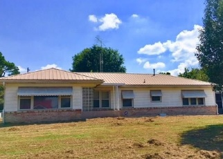 Pre Foreclosure in Holdenville 74848 N BURNS ST - Property ID: 1148620247
