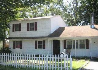 Pre Foreclosure in Mastic 11950 CARLTON AVE - Property ID: 1148711348