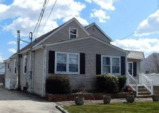Pre Foreclosure in West Babylon 11704 VERMONT AVE - Property ID: 1150032728