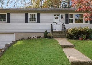 Pre Foreclosure in Nesconset 11767 BROWNS RD - Property ID: 1150288500