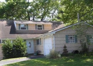 Pre Foreclosure in Farmingville 11738 MOUNT WILSON AVE - Property ID: 1150620481