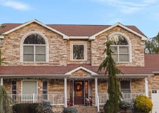 Pre Foreclosure in Smithtown 11787 PLYMOUTH BLVD - Property ID: 1152245359