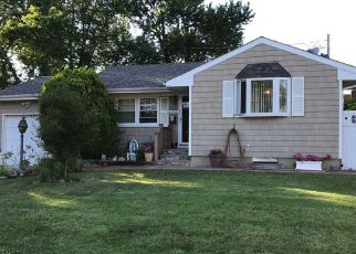 Pre Foreclosure in Brentwood 11717 HEYWARD ST - Property ID: 1154803126