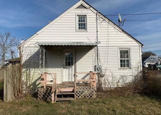 Pre Foreclosure in Shirley 11967 TRAFALGAR DR - Property ID: 1155641868