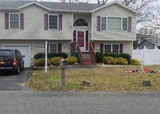 Pre Foreclosure in Lake Grove 11755 BEECH ST - Property ID: 1157318415