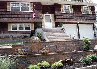 Pre Foreclosure in Ronkonkoma 11779 W 6TH ST - Property ID: 1158180346