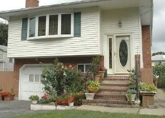 Pre Foreclosure in West Babylon 11704 LEXINGTON AVE - Property ID: 1163034866