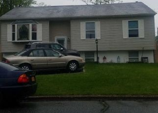 Pre Foreclosure in Medford 11763 WAVE AVE - Property ID: 1164181474