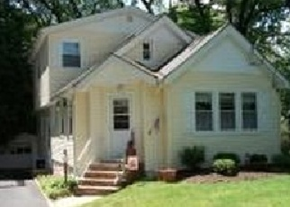 Pre Foreclosure in Livingston 07039 GRAND TER - Property ID: 1164939159